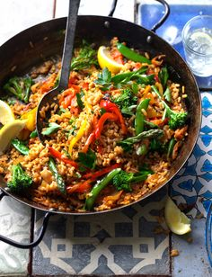 Serve up this veggie paella recipe for a quick Spanish-inspired midweek dinner Veggie Recipes, Vegetarian Recipes, Dinner Recipes, Cooking Recipes, Healthy Recipes, Vegetarian Options, Healthy Dinners, Vegan Vegetarian, Easy Recipes