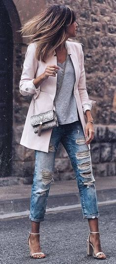 Photo Casual style perfection / pink blazer + top + bag + rips + heels from Best Street Style Outfit Ideas Pink Blazer Outfits, Heels Outfits, Mode Outfits, Casual Outfits, White Heels Outfit, Casual Weekend Outfit, Boho Fashion, Autumn Fashion, Fashion Outfits