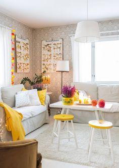 Kun luonto hehkuu ruskan väreissä, sisustuskin alkaa kaivata lämpöisempiä sävyjä. Katso Unelmien Talo&Kodin vinkit värikkääseen sisustukseen. Home Interior, Interior Design, Living Spaces, Living Room, Granny Chic, Cottage Homes, House Colors, Sweet Home, Cottages