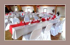 Hochzeit in rot weiss mit Hussen dekoriert