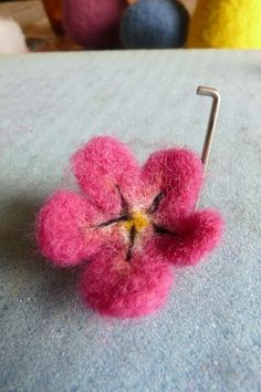 Needle felting Easter, eggs, flowers and pretty ribbons. Needle Felting Tutorials, Needle Felting Kits, Needle Felted Animals, Wet Felting, Felt Animals, Felt Crafts, Fabric Crafts, Easy Crafts, Felt Fairy