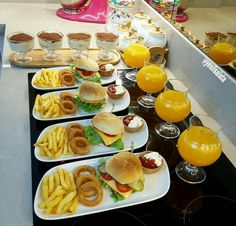 Party Food Buffet, Party Food Platters, Food Dishes, Fest Des Fastenbrechens, Sleepover Food, Food Displays, Food Decoration, Food Goals, Cafe Food