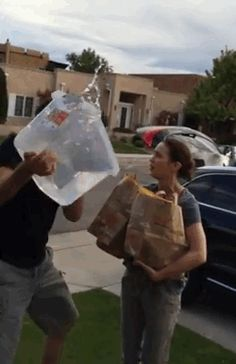 John Krasinski And Emily Blunt's Ice Bucket Challenges Show Why They Are The Best Celebrity Couple Ever.