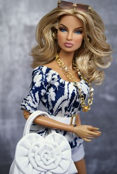 .Stunning Fashion Royalty doll. They know how to do it! But ya gotta have the $$$$ and a fast finger to grab them!
