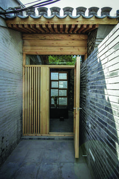Zai's Hutong Filter has a pixelated shingle wall overlooking a courtyard China Architecture, Flush Doors, Door Design Interior, Best Insulation, Composite Door, Aluminium Doors, Commercial Architecture, Types Of Doors, Windows And Doors