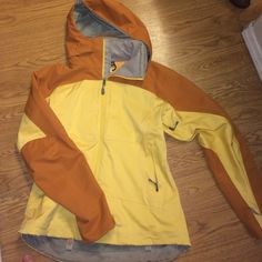 Patagonia jacket Never worn, Patagonia woman's jacket. In very good condition and has no stains. Patagonia Jackets & Coats