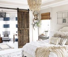 Modern Farmhouse Bedroom Design Ideas For Comfortable Sleep. Bedroom Design and Decorations. Everyone wants to sleep comfortably and soundly. And according to the doctor, a good bed is the beginning of how you can sleep well and healthy. here you can find ideas to make the bedroom design with a comfortable farmhouse style so that your sleep time for the better. #farmhousebedroom #farmhousebedroomideas #farmhousebedroomdecor