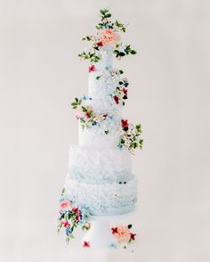 Oh my HEAVENS! Nothing but 5 tiers of happiness in this pale blue cake with twisty sugar flowers from top to bottom photo planning cake Big Wedding Cakes, Floral Wedding Cakes, Floral Cake, Crazy Wedding, Purple Wedding, Spring Wedding, Gold Wedding, Elegant Wedding, Rustic Wedding