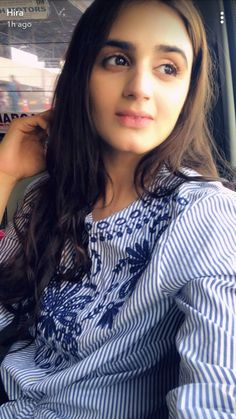 Pakistani Dramas, Pakistani Actress, Easy Hairstyles, Wedding Hairstyles, Hira Mani, Studio Background Images, Pakistani Couture, Imran Khan, Ruffle Blouse