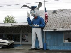 The rabbit people have begun to build idols! Harvey the Rabbit Muffler Man from waymarking.