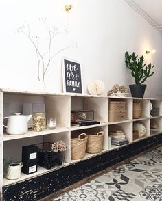 mentions J'aime, 77 commentaires - C I N Q M A I ( sur Ins. Decoration Hall, Decoration Entree, Room Interior, Interior Design, Hall Furniture, Boutique Deco, Home Comforts, Home Living, Small Living