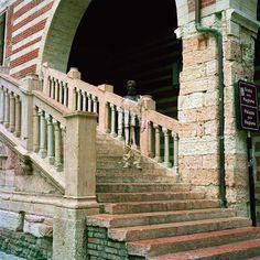 Liu Bolin, Scala della Ragione Verona, 2008, courtesy Collezione Stellatelli