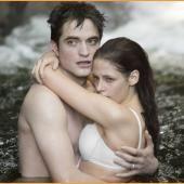 Photos: Underwear Clad Rob Pattinson and Kristen Stewart Kiss! - Kristen Stewart
