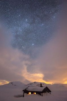 A starry AND windy night and the Grindaflet hut in the Voss mountains. Quite a bit of snow to dig in order to get into the hut.  The Grindaflet hut is a self service hut owned by the Norwegian Trekking Association and is open for everybody.