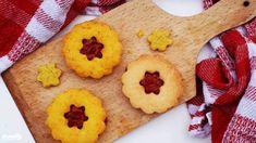 Kápiapaprikás-epres krémmel töltött mandulás linzer   Nosalty Gingerbread Cookies, Desserts, Food, Gingerbread Cupcakes, Tailgate Desserts, Deserts, Essen, Postres, Meals