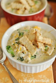 Chicken Pot Pie Soup recipe: a delicious soup that is on your table in 30 minutes! Dinner is served! #pillsburypiecrust