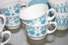 aika on taikaa: Puhalluskoriste kahvikupit retikka, Marimekko, Old Pictures, Finland, Shabby Chic, Pottery, Turquoise, Ceramics, Dishes, Mugs