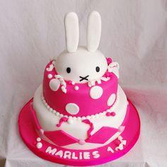 nijntje stapeltaart Miffy Cake, Cupcake Cakes, Cupcakes, First Birthdays, Cake Decorating, Hello Kitty, Baby Kids, Bunny, Baby Shower