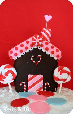Adorable Gingerbread House decorating idea