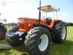 New Holland Ford, Big Tractors, Classic Tractor, Heavy Machinery, Rubber Tires, Fiat, Cadillac, Cars And Motorcycles, Childhood