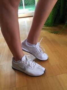Mein Weiße Nikes sehr guter Zustand von Nike! Größe 39 für 30,00 €. Sieh´s dir an: http://www.kleiderkreisel.de/damenschuhe/turnschuhe/136367560-weisse-nikes-sehr-guter-zustand.