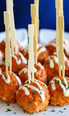 Child Hunger Project/Grant: Teaching youth how to make healthy snacks. Slow Cooker Buffalo Chicken Meatballs Recipe ~ These meatballs are a lighter, healthier alternative to buffalo wings, and you can easily make them right in the slow cooker! Snacks Für Party, Appetizers For Party, Appetizer Recipes, Toothpick Appetizers, Party Recipes, Parties Food, Super Bowl Appetizers, Appetizer Skewers, Chicken Appetizers