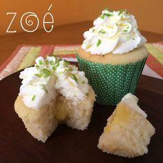 Lemon pie cupcakes: Vanilla cake with lemon curd #filling and whipped cream icing. Cupcakes de torta de limão: Bolinho de baunilha com #recheio de #lemoncurd e cobertura de #chantilly caseiro.  #zoebakes #cupcakes #lemonpiecupcake #green #whippedcream
