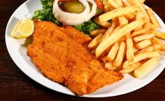 Vienna evening walking tour with two course meal including traditional Wiener schnitzel and apple strudel Mexican Food Recipes, New Recipes, Favorite Recipes, Yummy Recipes, Dessert Recipes, Milanesa Recipe, Argentina Food, Argentina Recipes, Chicken Milanese