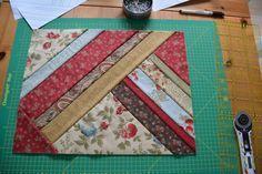Heute wird genäht. Vor einigen Jahren habe ich schon einmal ein gequiltetes Tisch-Set nach einer Anleitung von Sabine Feldmann aus der Quilt-Oase genäht. Der Clou dabei: Top, Vlies und Rückseite werden in einem Schritt zusammengenäht...  Da ich für unser Wohn- und Esszimmer gerade Decken und Gardinen nähe, brauche ich natürlich auch passende Tisch-Sets. Und da ich noch soviel Stoffreste habe ...