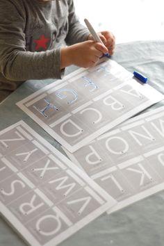 Coucou! J'ai trouvée ses jolies pistes graphiques sur le site fiche maternelle.com ; Imprimées et plastifiées pour s'en resservir à volonter!