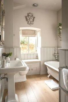Luxury self-catering, dog-friendly barn conversion in the Cotswolds - Badezimmer und Wellness - Bathroom Towel Bad Styling, Family Bathroom, Bathroom Wall, Navy Bathroom, Bronze Bathroom, Bathroom Stuff, Bathroom Cabinets, Bathroom Vanities, Bathroom Sets
