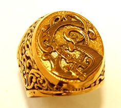 Signet ring, hand engraved,with initials by Almari Design Jewelry
