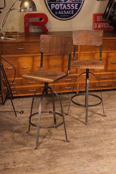 chaise ancinne atelier fer plat bienaise Bar Stools, Table, Furniture, Home Decor, Stools, Industrial Furniture, Chair, Atelier, Bar Stool Sports