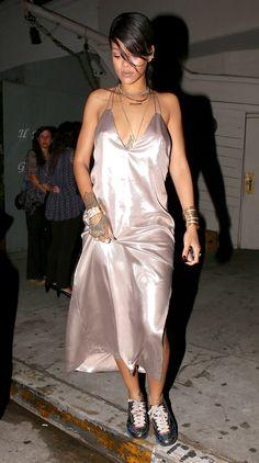 Rihanna seen leaving Giorgio Baldi Restaurant after having dinner with a few fri. - Rihanna seen leaving Giorgio Baldi Restaurant after having dinner with a few fri. Dressy Casual Summer, Casual Look, Casual Styles, Smart Casual, Looks Rihanna, Rihanna Style, Rihanna Outfits, Sporty Outfits, Moda Rihanna
