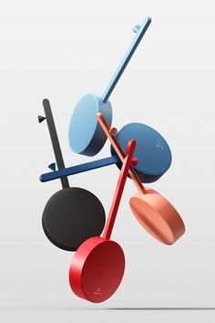 라디오다. 직육면체 모양을 벗어나 이렇게 원과 같은 기본 구조에 음표를 연상케하는 막대기가 재미있다.