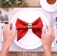 Diy Crafts Hacks, Diy Home Crafts, Arts And Crafts, Christmas Crafts, Christmas Decorations, Table Decorations, Graduation Decorations, Paper Napkin Folding, Napkin Folding Flower