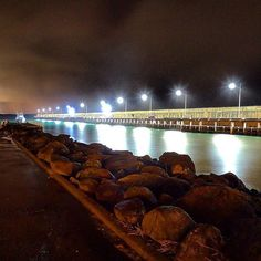 #love3280 @melindas93  #warrnambool #breakwater #beach #water #lights #light #reflections #dark #sky #night #spring #cold #night #australia#warrnamboolbreakwater #love3280 by destinationwarrnambool