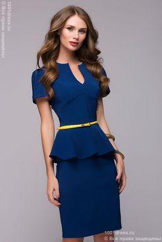Платье-футляр васильковое с коротким рукавом и баской