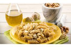 Paste cu alune de padure si masline verzi- O reteta neobisnuita, dar usor de preparat si, mai ales, usor de mancat! Fusilli, Pesto, Pizza, Mai, Ethnic Recipes, Food, Meals