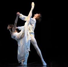 passioneperladanza:  Polina Semionova and Friedemann Vogel 'Romeo and Juliet' Photo © Bettina Stoess