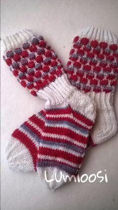 Lumioosi: Kuplasukka Wool Socks, Knitting Socks, Hand Knitting, Mitten Gloves, Mittens, Silly Socks, Knit Stockings, Sock Yarn, Knitting Projects