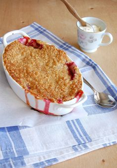 ✔ Crumble de ameixa e gengibre com cobertura de flapjack / Plum and ginger crumble with flapjack topping
