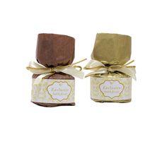 Pjenušave kupke ugodnog cvjetnog mirisa, aromatičnih mirisa naranče i cimeta ili cimeta i jabuke. Exclusive Brown Collections.