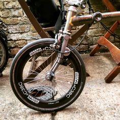 Joseph Kuosac carbon wheel set and ergonomic knob type hinge.