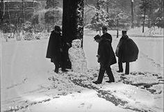 La neige à Paris - La police arrête un suspect, 1926 - Photo DOISNEAU.