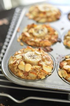 breakfast healthy Banana Almond Baked Oatmeal Cups (Vegan) + a California Almonds GIVEAWAY! Vegan Desserts, Vegan Recipes, Cooking Recipes, Delicious Recipes, Baked Oatmeal Cups, Oatmeal Cookies, Vegan Baked Oatmeal, Oatmeal Muffins, Baked Banana
