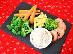 木綿豆腐を水切してわさびや味噌などをブレンダーで混ぜたディップで温野菜や茹で野菜をつけて食べます!