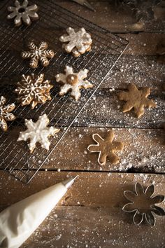 Pretty gingerbread snowflakes.