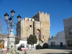 Los 66 castillos más bonitos de Castilla-La Mancha – Tourismaniac Notre Dame, Spanish, House Styles, Building, Portugal, Walls, Travel, Temples, Towers