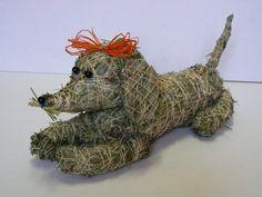 Skákal pes Ručně vyrobený jezevčík ze sena,délka 30cm. Součástí výrobku je visačka certifikátu